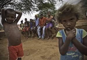 A família de Helenice Alexandrino tem 12 pessoas e recebe R$ 842 por mês do Bolsa Família Foto: André Coelho / O Globo