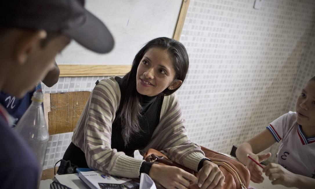 Filha de beneficiária, Beatriz Granjeiro dos Santos, de 25 anos, concluiu o ensino médio, e por R$ 160 mensais, cursa pedagogia Foto: André Coelho / Agência O Globo