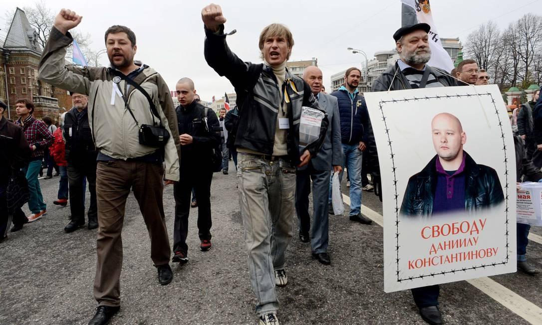 Segundo dados da polícia, cerca de 6 mil pessoas participam do evento Foto: KIRILL KUDRYAVTSEV / AFP