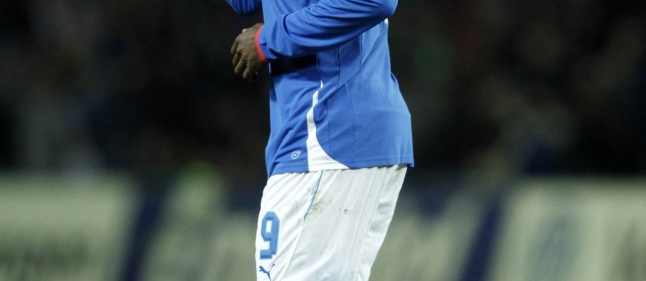 Mario Balotelli, com faro de gol e vocação também para a polêmica, é uma das principais atrações da seleção da Itália na Copa das Confederações Foto: DENIS BALIBOUSE / REUTERS