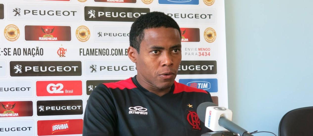 Volante Elias acredita que os novos reforços do Flamengo, como Marcelo Moreno, ajudarão bastante a equipe no Campeonato Brasileiro Foto: Eduardo Zobaran