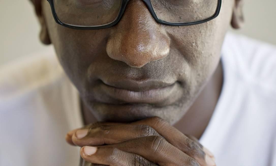 Robson Machado fala de sua família, tema que pesquistou para a universidade Foto: O GLOBO / Guito Moreto