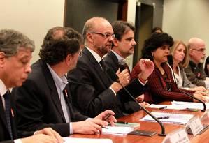 O presidente do Inep, Luiz Cláudio Costa, explica, na Câmara dos Deputados, como corretores de redação são avaliados Foto: Ailton de Freitas