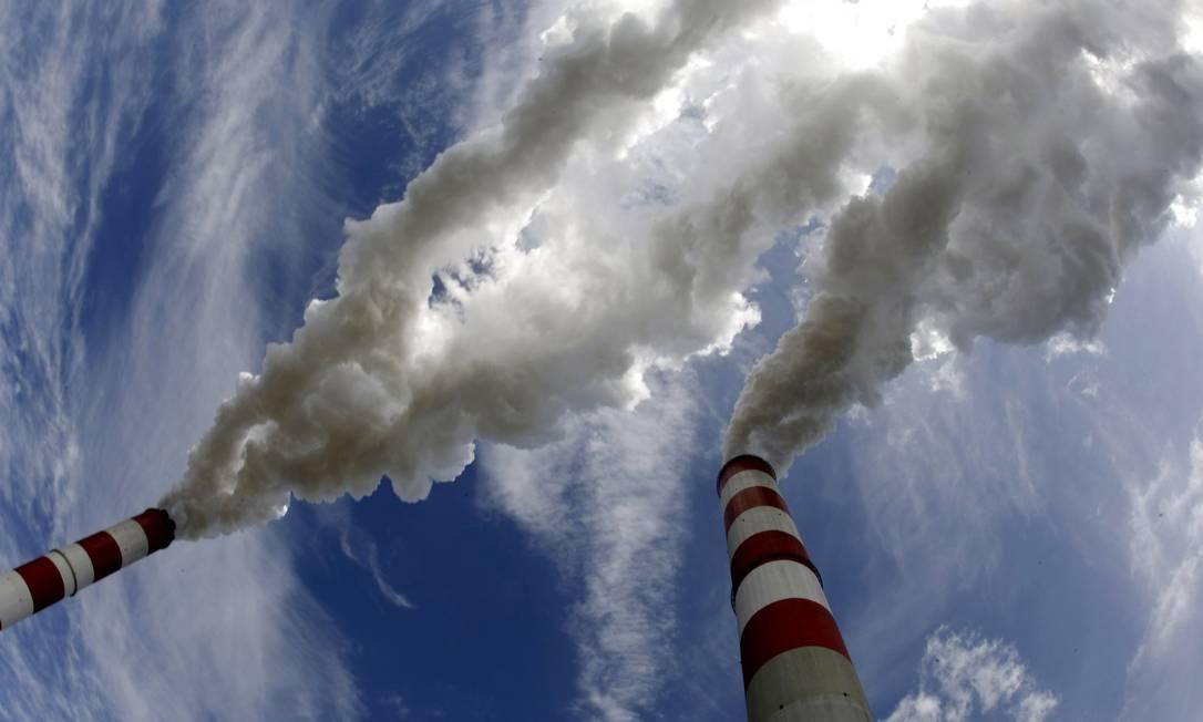 Fumaça escapa de chaminés de uma usina elétrica a carvão: nível de CO2 na atmosfera disparou nos últimos 200 anos pela ação humana Foto: PETER ANDREWS / REUTERS/PETER ANDREWS