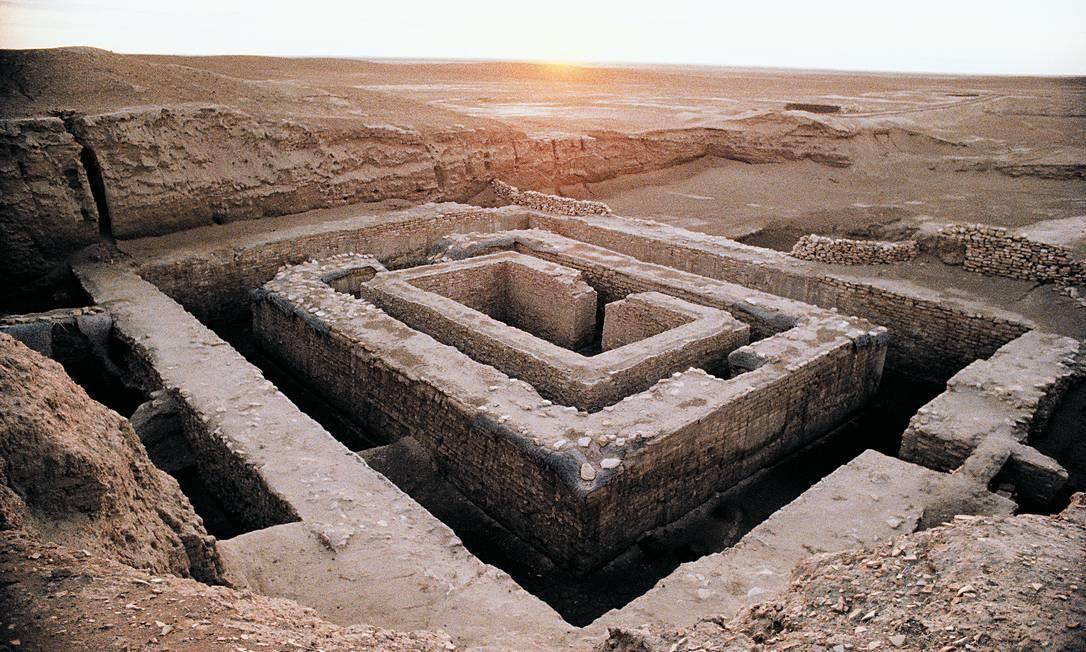 Ruínas de Uruk. Local, guardado por beduínos, é pesquisado há mais de cem anos por arqueólogos e historiadores: a primeira metrópole da Humanidade floresceu há 5 mil anos na região do atual Iraque e cresceu devido à seca que assolou a região Foto: Latinstock