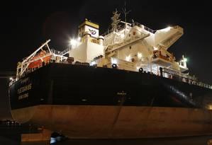 Navio indiano aguarda fiscalização no Porto de Santos (SP) Foto: / Foto: Michel Filho