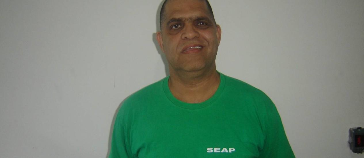 O pastor Marcos Pereira com o uniforme da Secretaria estadual de Administração Penitenciária (Seap) Foto: Divulgação/Seap