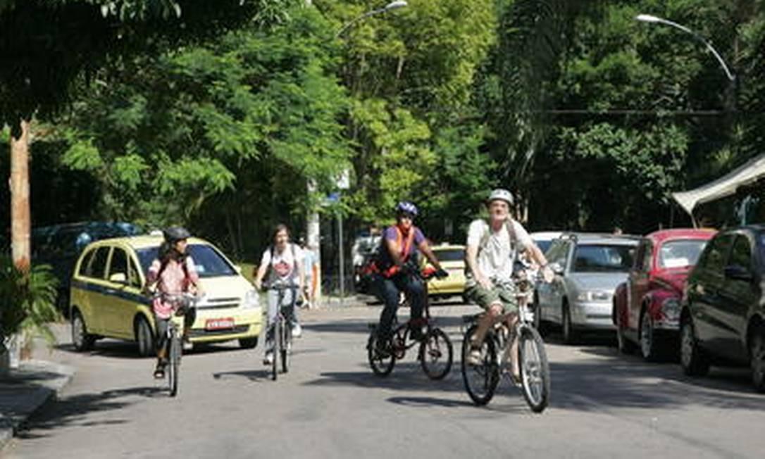 Na mesma direção. Ciclistas em Laranjeiras: moradores engajados em resolver questões para a melhoria do bairro