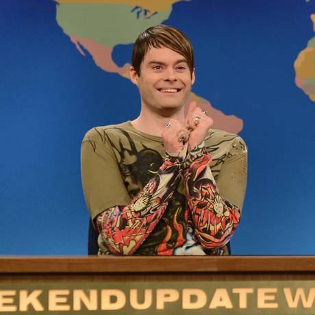 "Hader interpretando o exótico correspondente Stefon, na bancada do ""Weekend update"" Foto: Dana Edelson / AP"