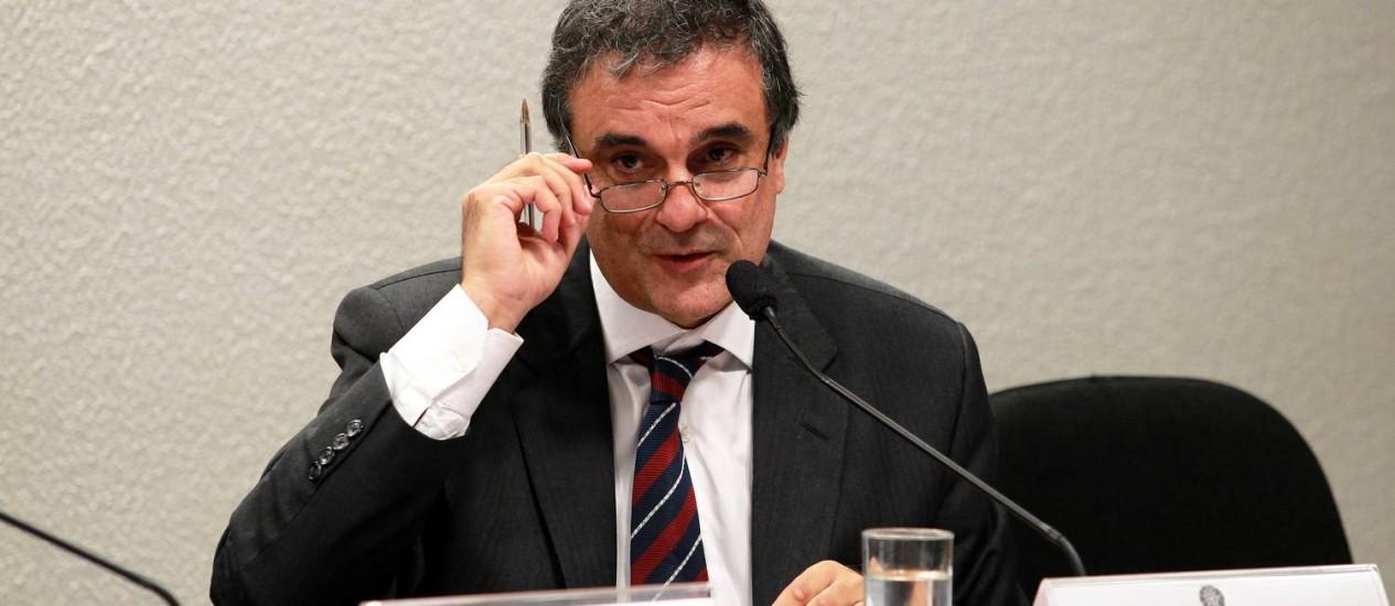 O ministro da Justiça, José Eduardo Cardozo, foi hoje à CCJ do Senado Foto: Ailton de Freitas / O Globo