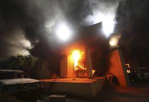 O Consulado dos EUA em Benghazi em chamas: relatório indicou falhas na segurança Foto: ESAM OMRAN AL-FETORI / Reuters