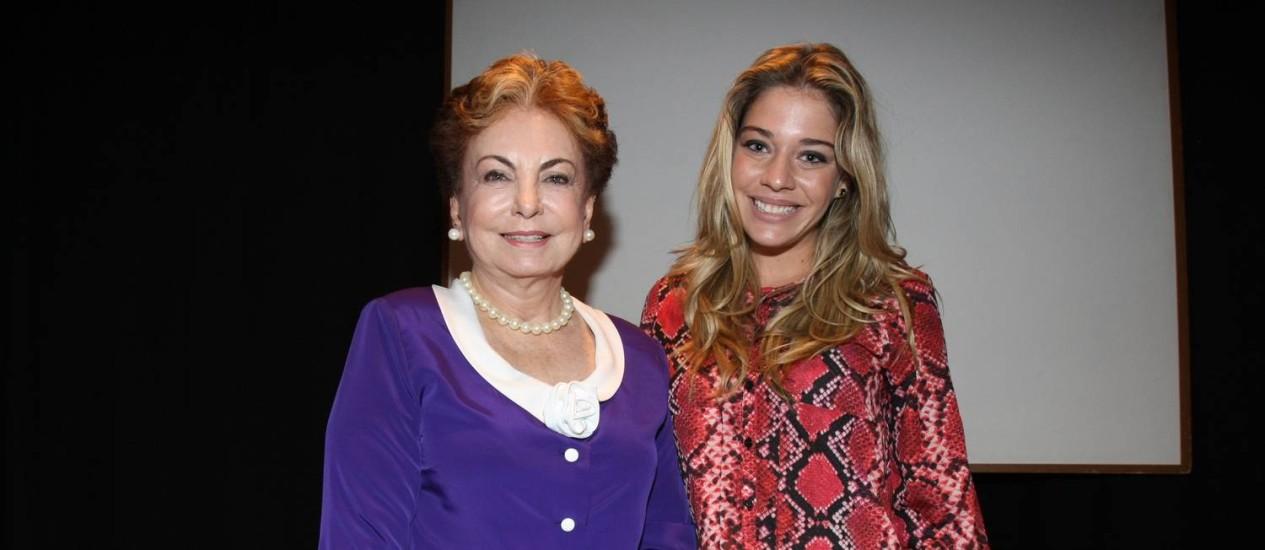 """Em evento, Beatriz Segall foi apresentada a Luma Costa, que interpreta a Odete Roitman de """"Pé na cova"""", e brincou: """"vou te matar!"""" Foto: Marcos Ramos"""