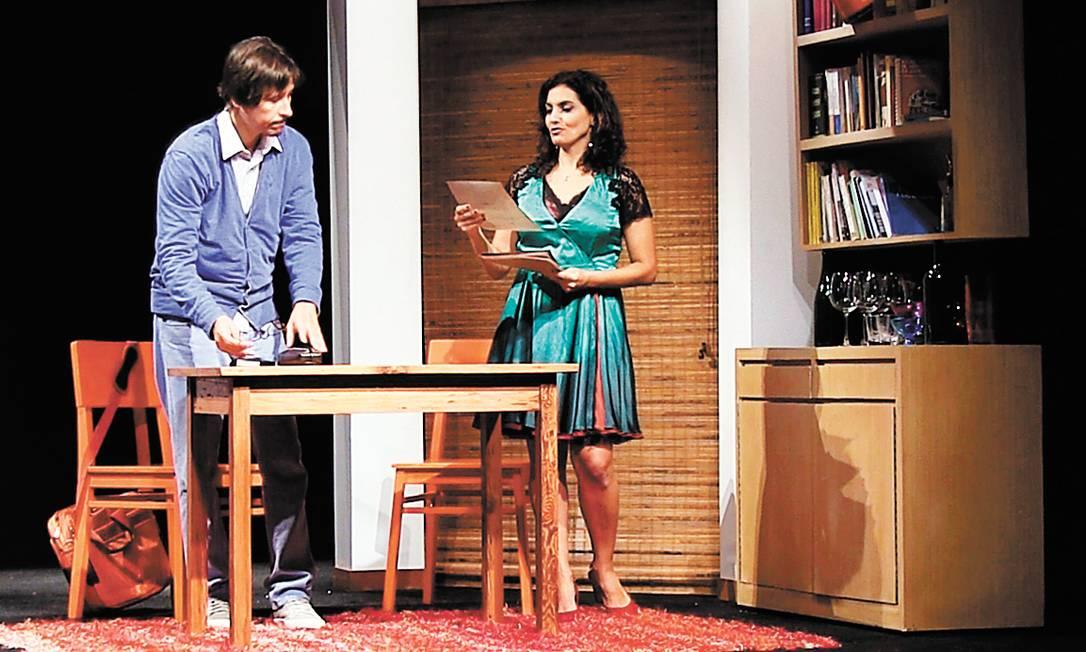 """""""Beatriz"""". Paulo Hamilton e Ana Paula Secco estão na peça baseada em livros de Tezza, em cartaz na Laura Alvim Foto: Terceiro / divulgação"""