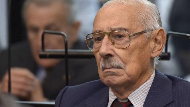 Jorge Rafael Videla em audiência durante seu julgamento por crimes de guerra em 2013 Foto: JUAN MABROMATA / AFP