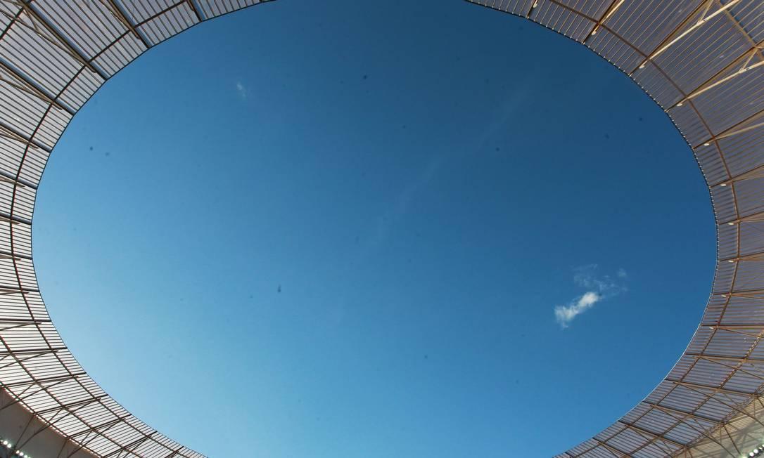 Nessa foto, o céu azul de Brasília e parte da cobertura do Mané Garrincha Ailton de Freitas / Agência O Globo