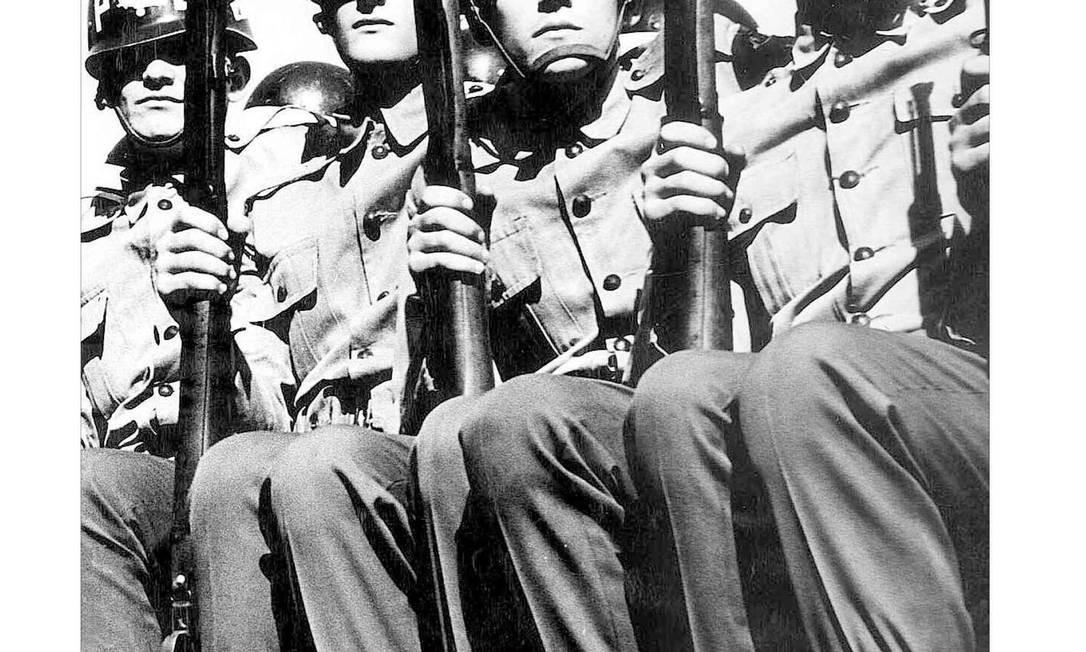 """Caderno especial do """"Estadão"""" sobre o golpe militar de março de 64, 40 anos após a tomada do poder pelos militares Foto: Agência O Globo"""