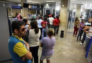 Agência da Caixa Econômica Federal em Teresina tiveram movimento normal nesta segunda-feira Foto: Efrém Ribeiro/O Globo