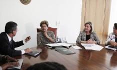 Dilma Rousseff com o senador Romero Jucá e a ministra da Casa Civil, Gleisi Hoffmann Foto: Jorge William