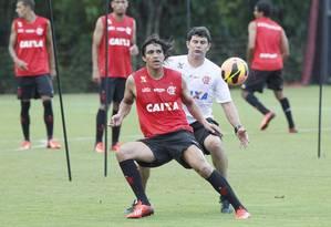 Marcelo Moreno treinou entre os reservas no coletivo do Flamengo Foto: Cezar Loureiro / O Globo