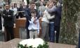 """Amigos e familiares se emocionam no enterro de Ruy Mesquita, do """"Estadão"""""""