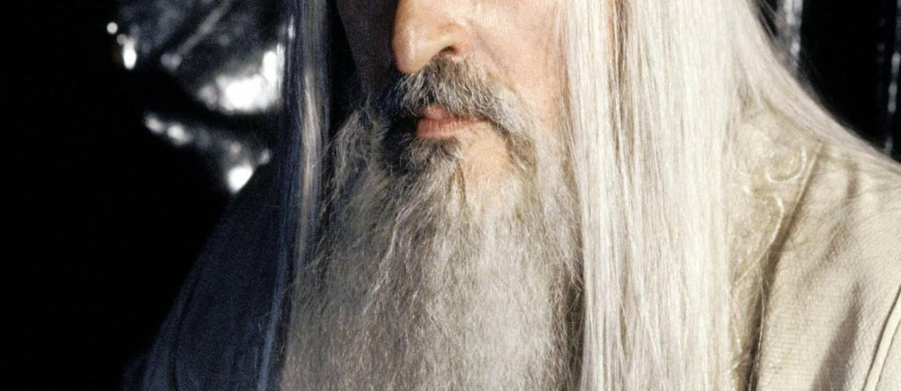 Sir Christopher Lee, no papel do mago Sarumam, em 'O Senhor dos Anéis'. Foto: Divulgação