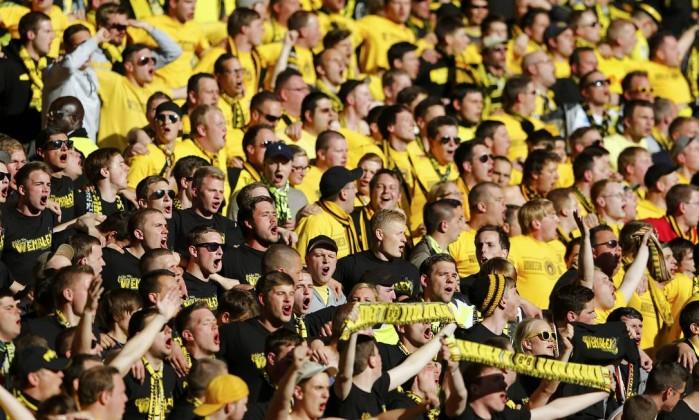 Torcedores do Borussia lotam as arquibancadas. MICHAEL DALDER / REUTERS