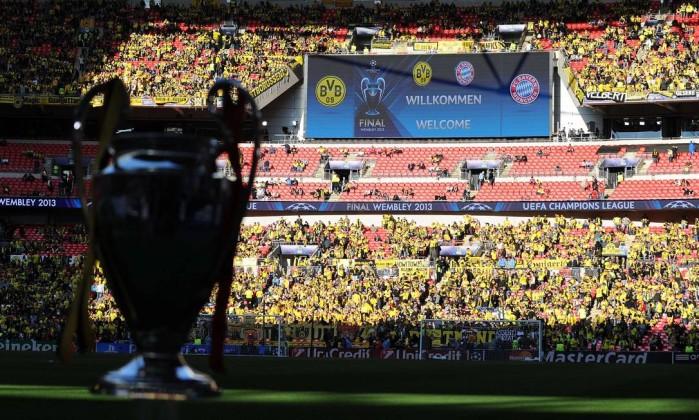 Torcedores do Borussia invadem Wembley. ANDREW YATES / AFP