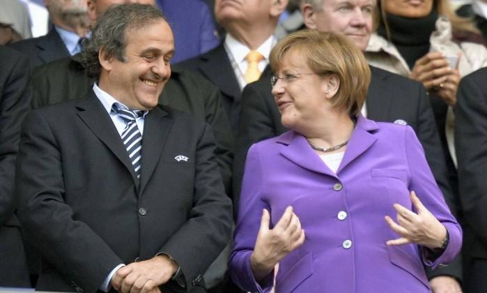 Angela Merkel (Chanceler da Alemanha) e Michel Platini (Presidente da Uefa) presentes na grande final. Martin Meissner / AP