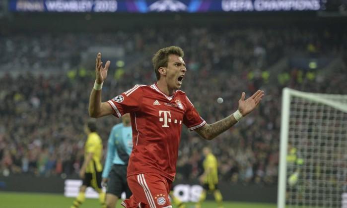 Mario Mandzukic comemora o primeiro gol do jogo. Martin Meissner / AP