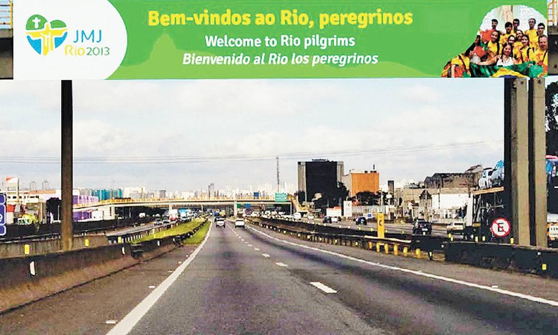 Exemplo das placas que serão instaladas nos acessos ao Rio Foto: Terceiro / Divulgação