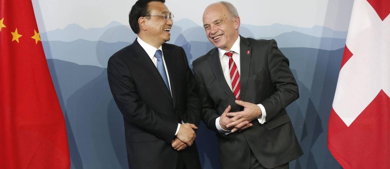 O primeiro ministro chinês Li Keqiang, ao lado do presidente da Suíça Ueli Maurer. Foto: PETER KLAUNZER /AP