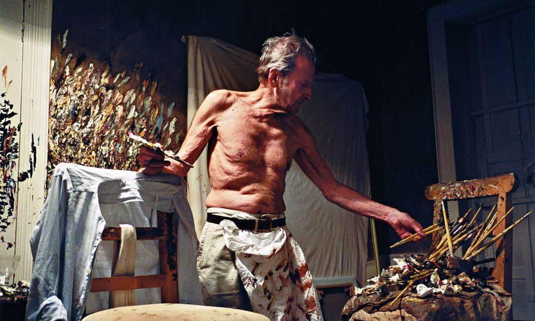 """O pintor em foto do amigo e assistente David Dawson; """"Lucian Freud — Rostos e corpos"""" terá 28 imagens do artista Foto: David Dawson / Divulgação"""
