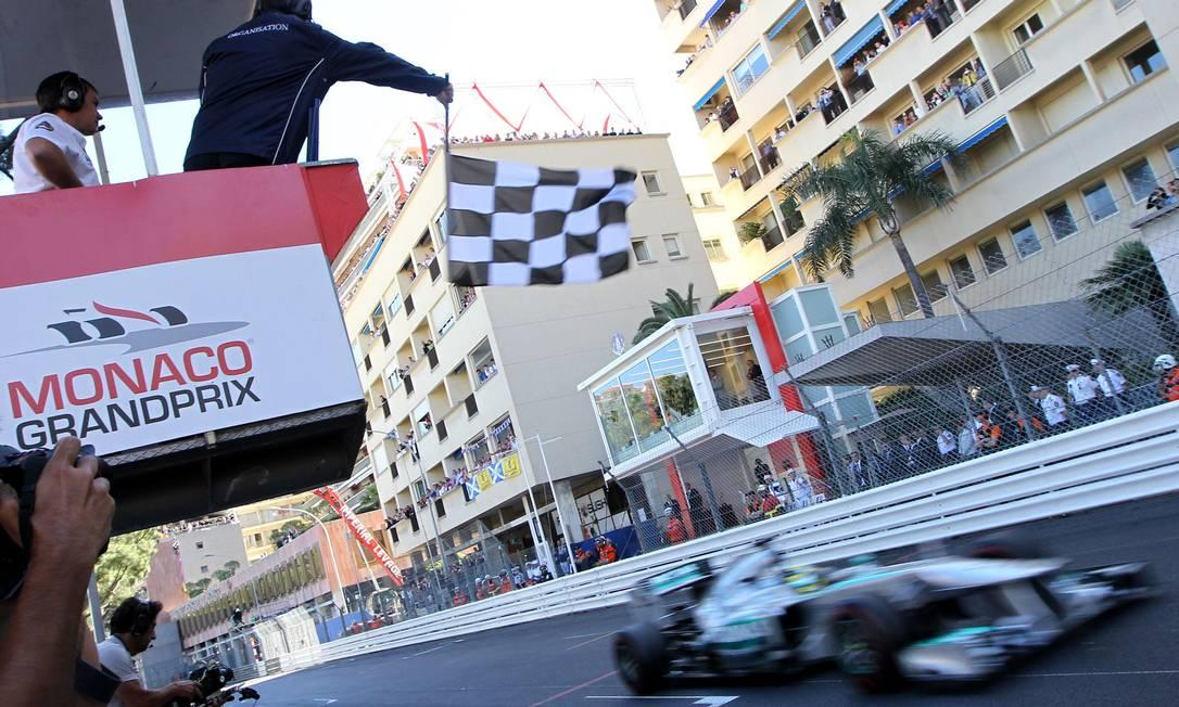 Nico Rosberg vence a corrida e chega ao sexto lugar na classificação de pilotos. JEAN CHRISTOPHE MAGNENET / AFP