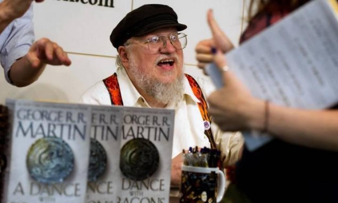 George R.R. Martin, autor dos livros que inspiraram a série 'Game of thrones', durante lançamento do quinto volume das