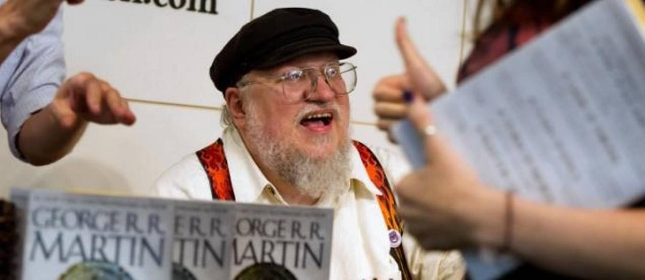 """George R.R. Martin, autor dos livros que inspiraram a série 'Game of thrones', durante lançamento do quinto volume das """"Crônicas de gelo e fogo"""" Foto: AP Photo"""