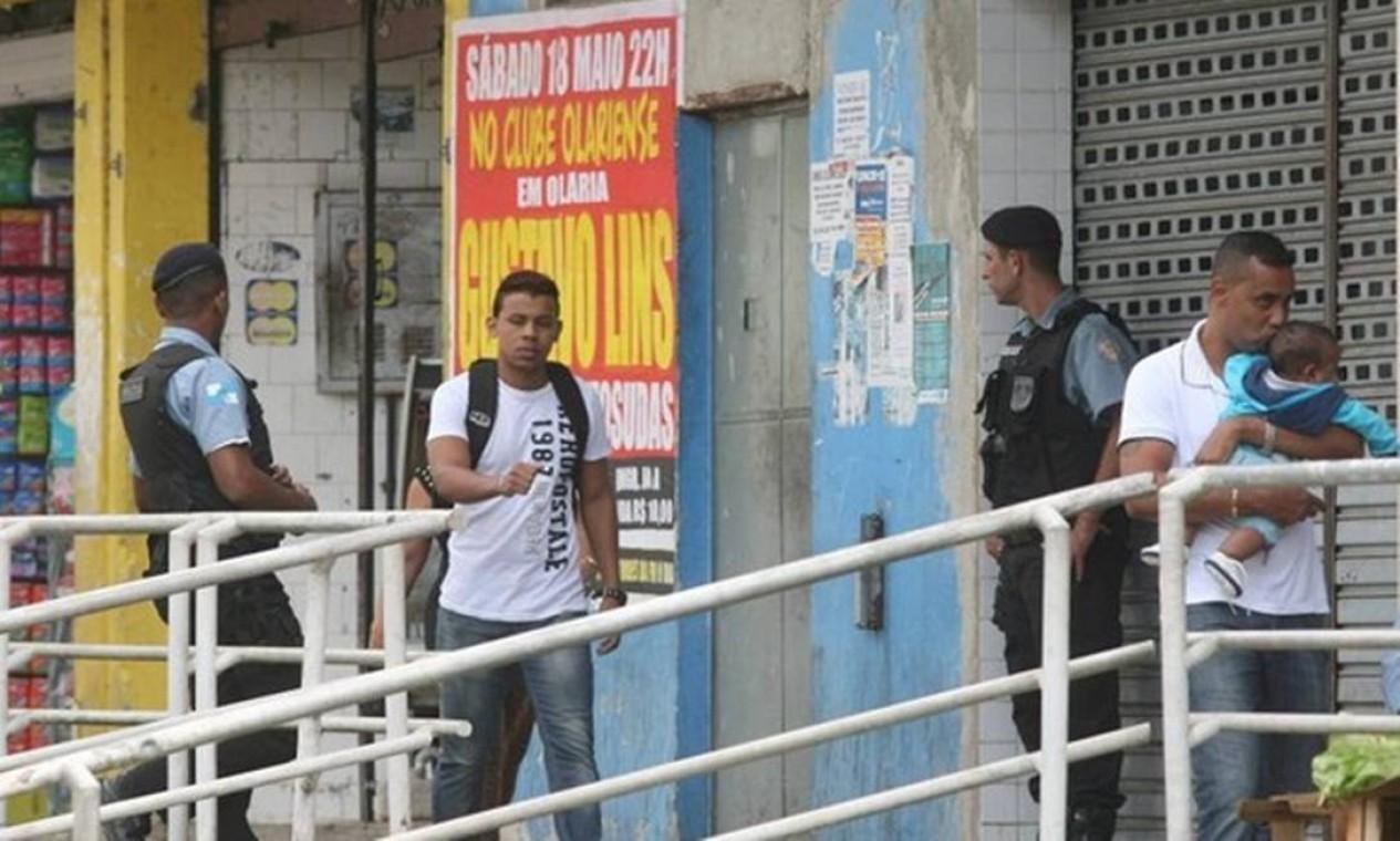 O comércio também abriu as portas normalmente nesta segunda-feira Foto: Guilherme Pinto / Extra / Agência O Globo
