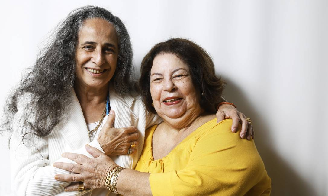 """Juntas. Bethânia, que define Nana como """"a maior cantora de todos os tempos"""", brinca que um dia vai gravar um disco com a amiga, """"ela cantando e eu ouvindo"""" Foto: Camilla Maia"""
