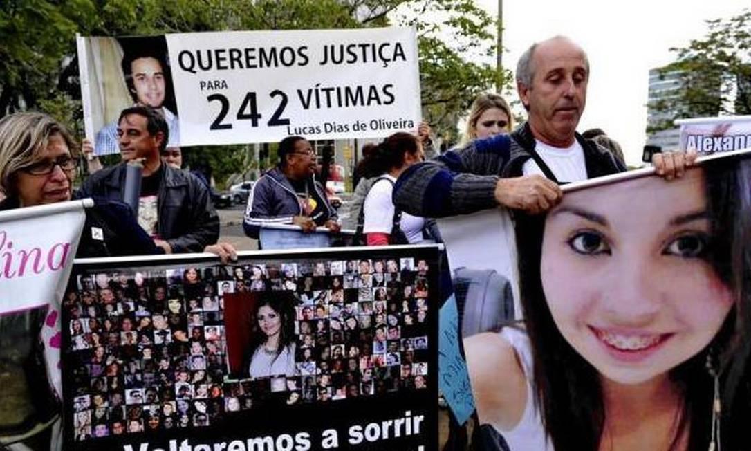 Familiares das vítimas da Boate Kiss pedem justiça Foto: Adriana Franciosi / Agência RBS