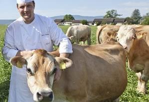 O chef Norman e a vaca Daisy Foto: Divulgação