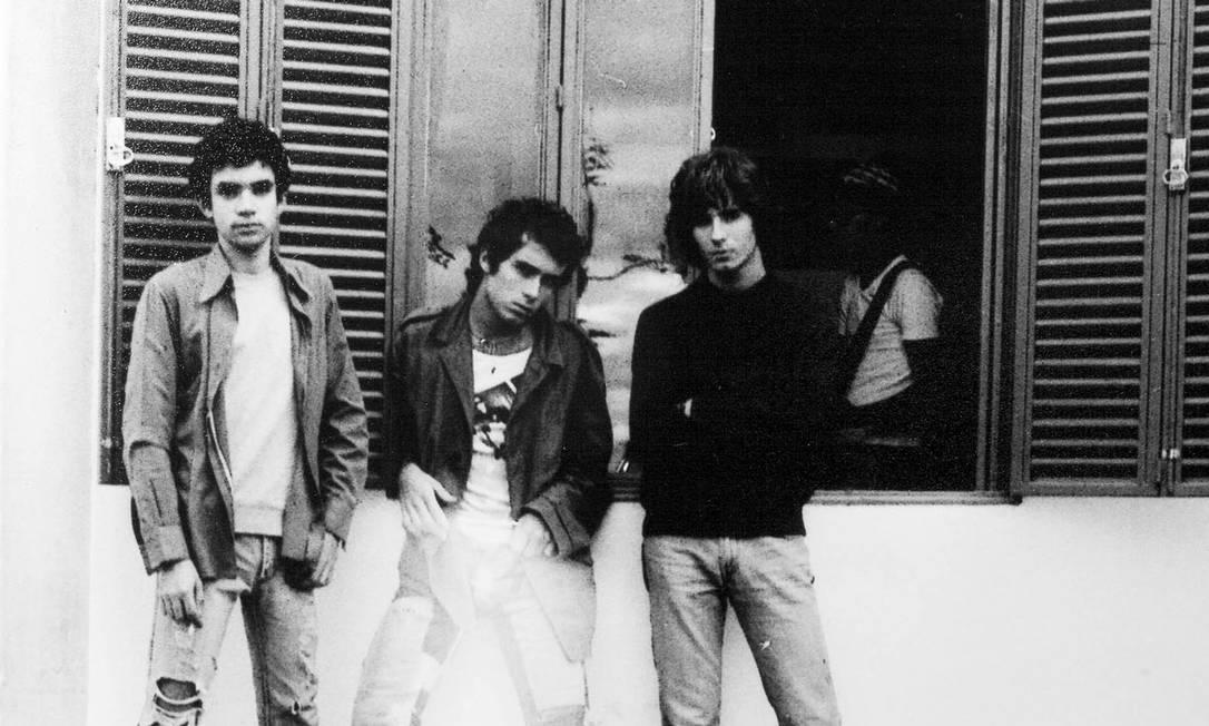 Baterista e baixista do Capital Inicial, Fê e Flavio Lemos (à direita de Renato Russo na foto) escreveram capítulo importante do rock brasileiro Foto: / Divulgação