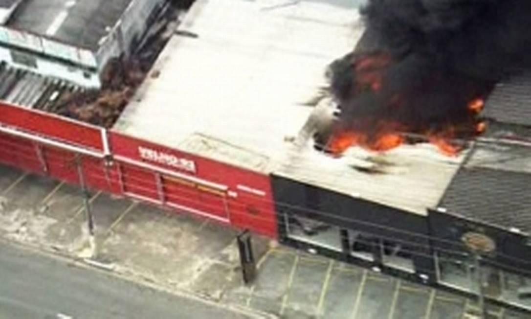 Incêndio atinge oficina mecânica em SP Foto: Reprodução/ GloboNews