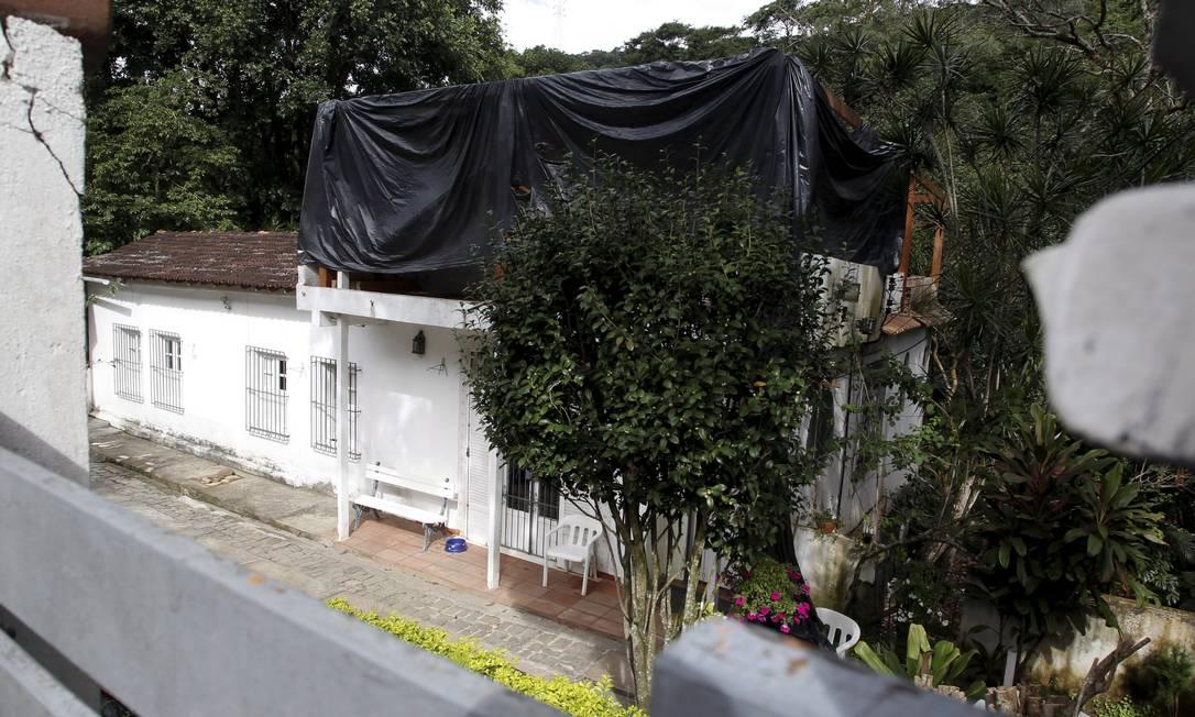 Construção de um segundo andar em casa da Rua Pacheco Leão, que está na área tombada do Jardim Botânico Foto: Custódio Coimbra / O Globo