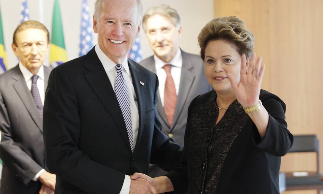 Em visita ao Brasil, o vice-presidente dos EUA, Joe Biden, é recebido pela presidente Dilma Rousseff no Palácio do Planalto Foto: André Coelho / O Globo 31-05-2013
