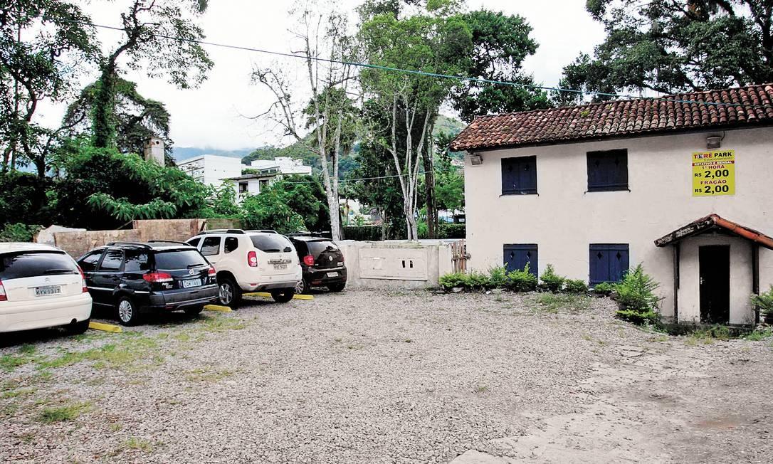 móvel tombado foi transformado num estacionamento pelo atual proprietário, de acordo com o Inepac Foto: Márcio Alves