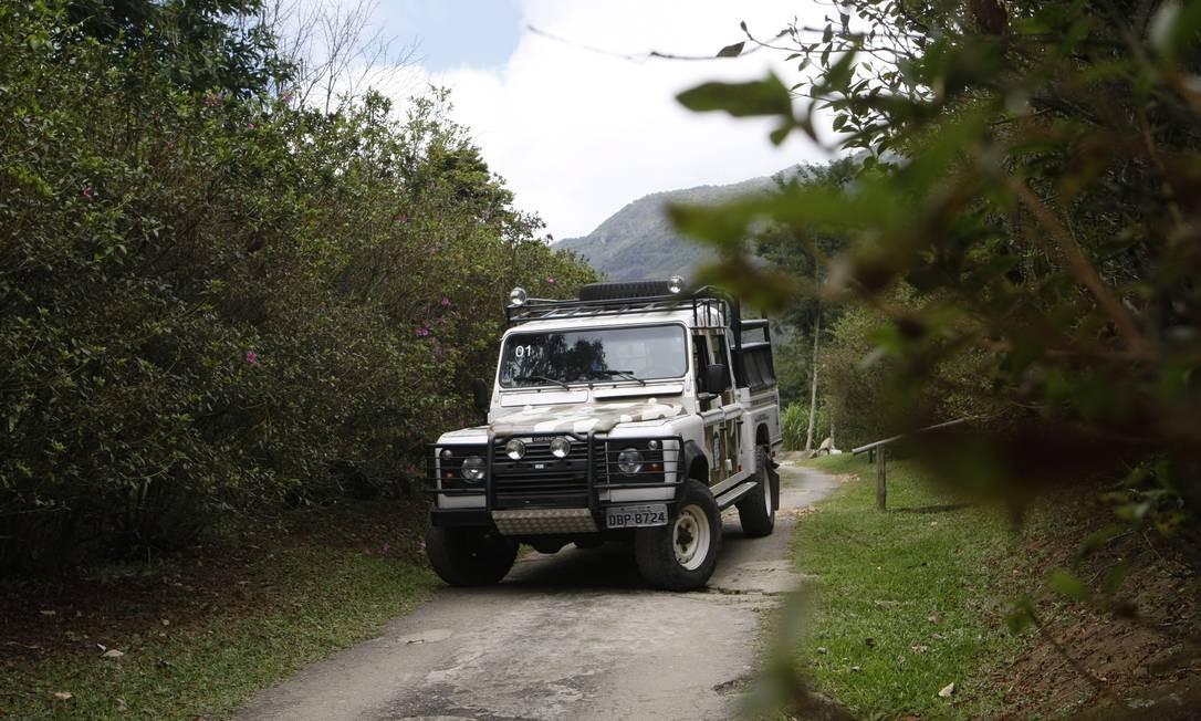 Jeep desce trecho do Parque da Serra dos Òrgãos, um dos roteiros mais procurados Foto: Eduardo Naddar / Eduardo Naddar