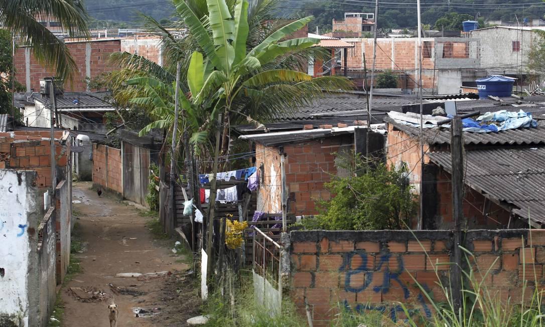 A cerca de um quilômetro do local da JMJ, ocupações irregulares dão uma ideia do crescimento desordenado na região Foto: Custódio Coimbra / O Globo