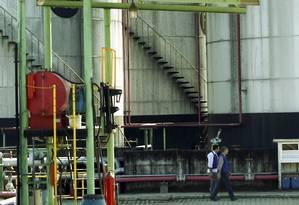 Distribuidora Manguinhos foi parcialmente interditada por vazamento em uma de suas unidades Foto: Gabriel de Paiva/28-5-2013