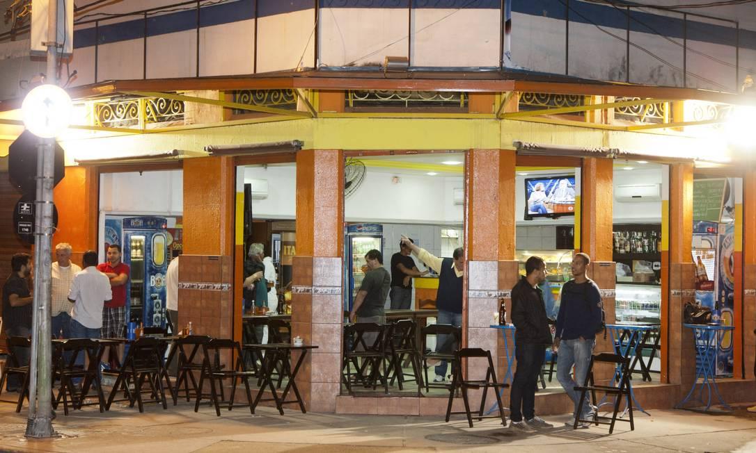 Restaurante em Botafogo é alvo de ação de assaltantes Foto: Fernando Quevedo / Agência O Globo