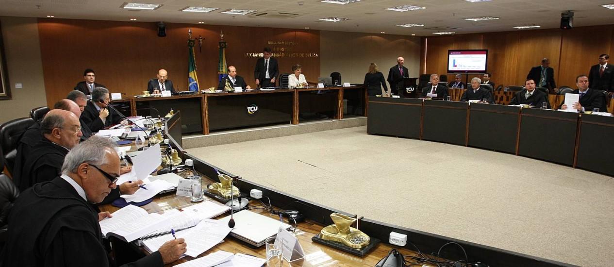 Alimentação. Plenário do TCU: ministros concederam a si mesmos receber o auxílio; valor foi calculado inicialmente a partir de 2011 e, em nova decisão, a partir de 2004 Foto: André Coelho / André Coelho/29-05-2013