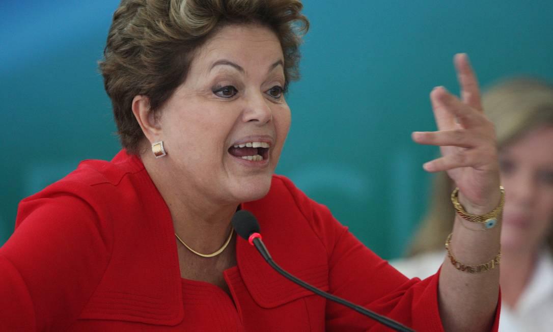 Presidente Dilma pediu que ministros assegurem direitos indígenas. Foto ANDRÉ COELHO / Agência O Globo Foto: André Coelho / Agência O Globo